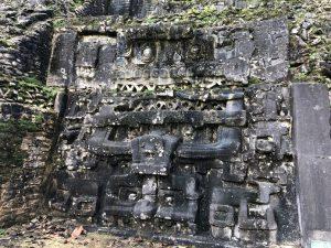 カラコル遺跡の石碑